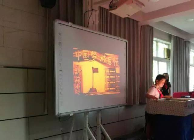 沙画表演《中国梦·校园情》.