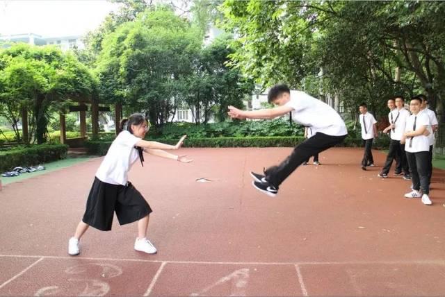 南京建邺区,鼓楼区,六合区,雨花台区各小学毕业照的style之二小学如何择校图片