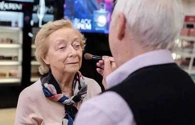 83岁模特图片