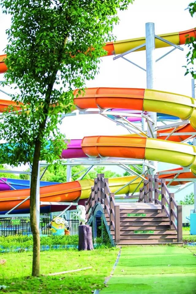 它引用欧洲大型游乐园的设计先进理念,把美式的水上娱乐与欧式的惊险