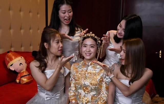 但韩天宇与刘秋宏的终生大事,却得到了李琰的认可和祝福,包括之前给图片