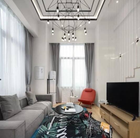 挑高设计的loft公寓,装修花费25w,60平秒变超大豪宅!