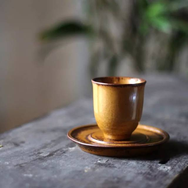 闻香杯_闻香杯:用于闻茶香,杯子较高.