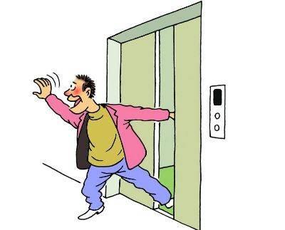 在等人的时候用身体的某个部位阻止电梯关门图片