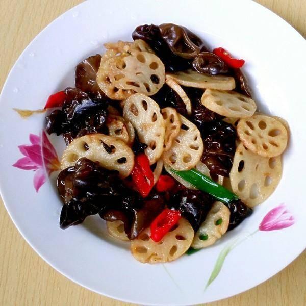 炒木耳_美食推荐:水煮肉片, 冬瓜丸子汤,粉蒸土豆,莲藕炒木耳