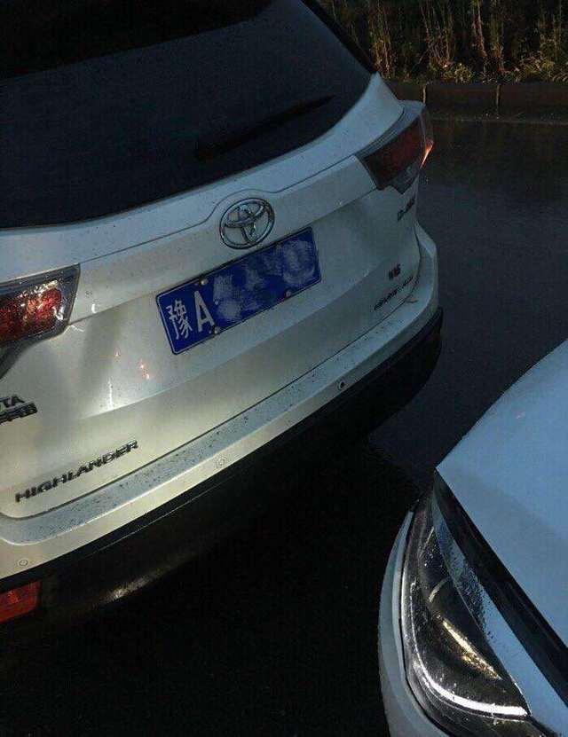 丰田汉兰达遭奇瑞艾瑞泽5追尾,车主:真的长脸了