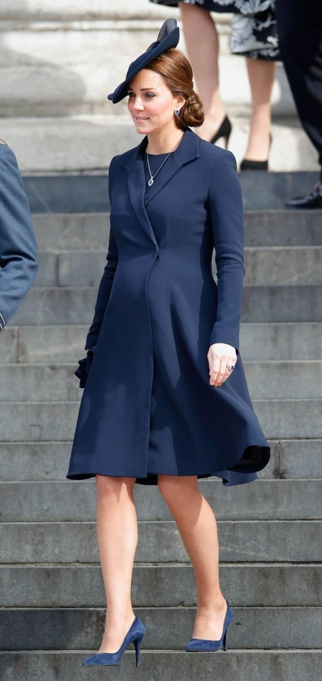 2015年3月13日,英国凯特王妃9个月的身孕,看起来更圆润一些.