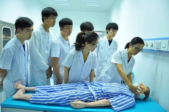 康复治疗技术专业_上新增四个本科专业: 精神医学,康复治疗学,海洋药学和医学检验技术.