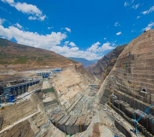 白鹤滩大坝全景 摄影:黄春江