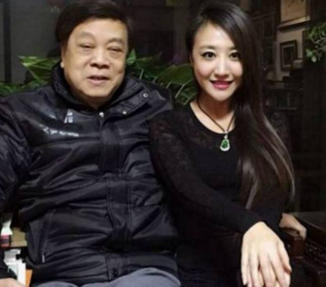 """有""""中国第一主持人""""之称的赵忠祥,早就退出了春晚舞台,但在春晚与倪萍"""