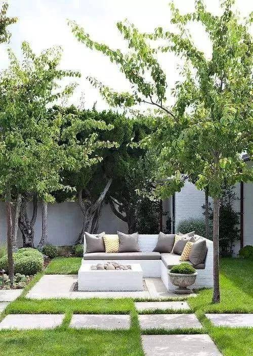 一湾水的寂静倒影, 一棵树的温情守望, 一扇门的绿色景致, 简约庭院图片