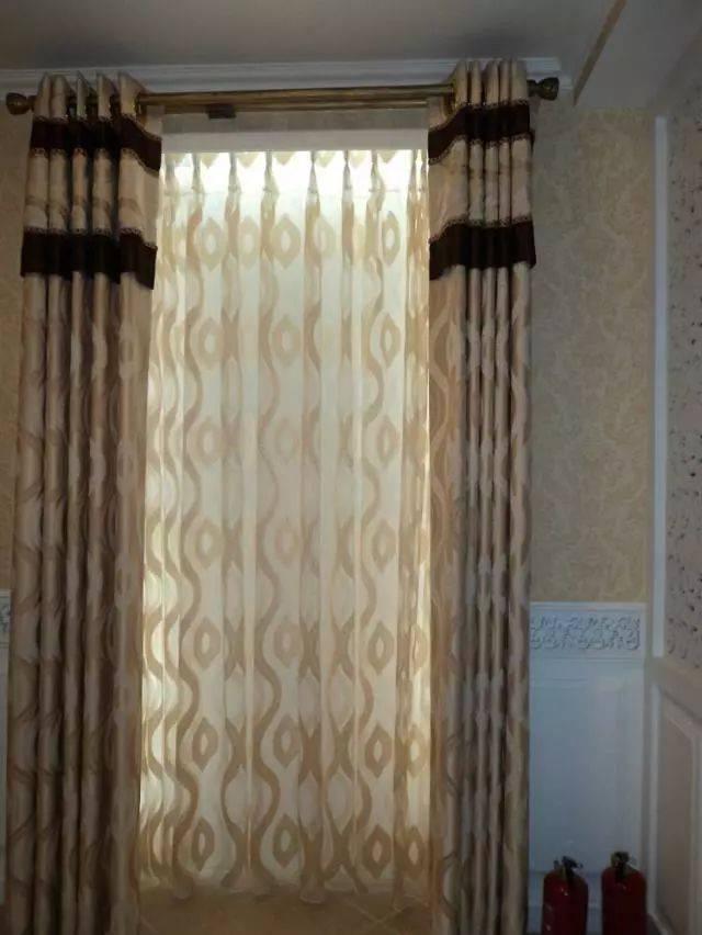 窗帘 尼龙,涤纶,含有玻璃纤维的窗帘洗了之后就会显得很旧,其实可以