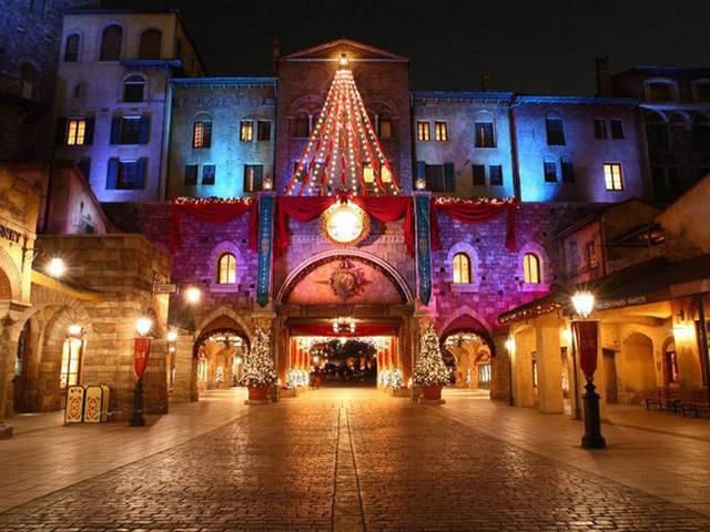 室外游乐场演绎照明是主题乐园夜景灯光设计的核心部分,在满足照度的图片
