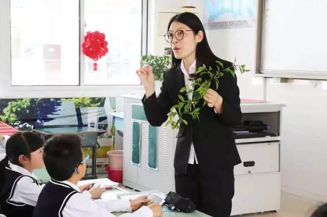 海门东洲国际学校陈铁梅副校长,我校祝禧校长,来自海门各小学的骨干