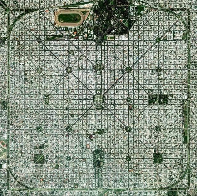 阿根廷拉普拉塔,城市构造以严谨的棋盘式布局闻名,曾在 1889 巴黎世博图片