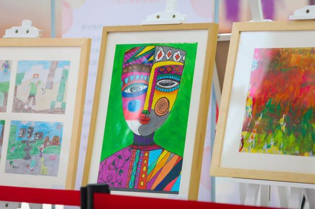 特殊学生手绘彩色梦想,呼吁社会助力逐梦未来