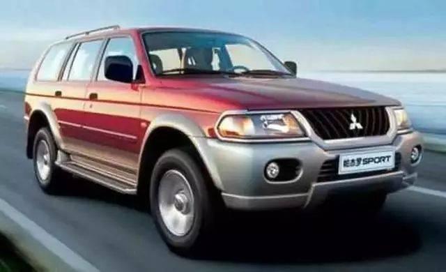 2001年,戴姆勒-克莱斯勒汽车公司将其在三菱汽车公司拥有的股权提高至