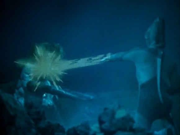 在泰罗奥特曼变身成斯特利姆手镯交由礼堂光佩戴,使银河奥特曼变身为