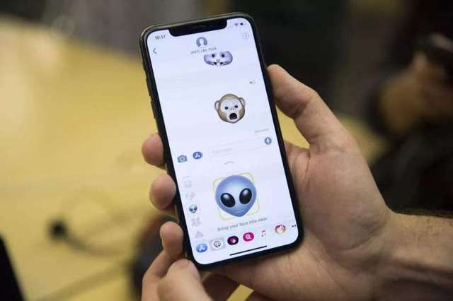 """自从苹果发布了刘海屏的iphone x之后,国内的厂商便开始疯狂留同款""""图片"""