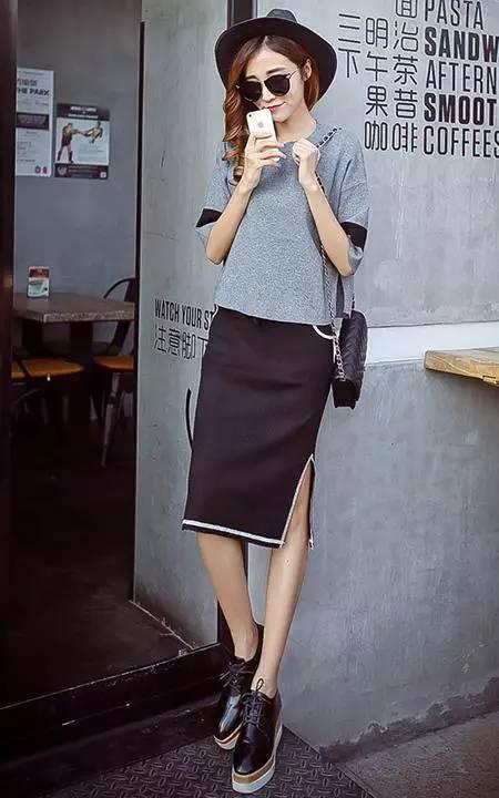 宽松针织衫 侧开叉半身裙