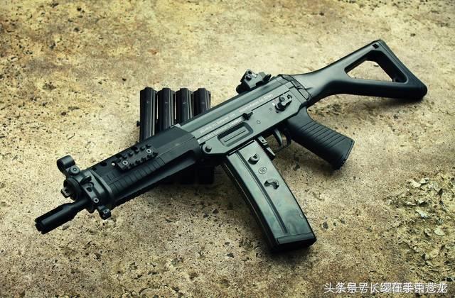 sig-552短突击步枪是sig sg 550的缩短版,由swiss arms(前身为sig