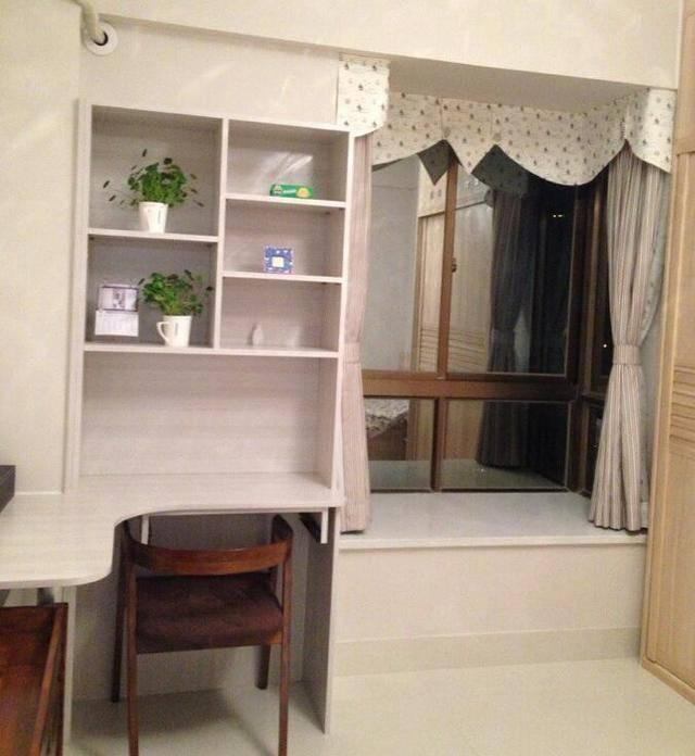 利用墙角空间做了个一体式简易书桌柜,为孩子以后学习做准备.图片