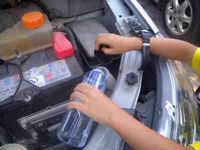 车水箱防冻液配方_汽车的水箱在保养的时候一定要要注意防冻液或冷却水的更换,这个也是