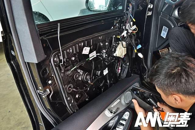 奔驰glc43-amgcoupe的内外兼修比亚迪s7s档踩刹车图片