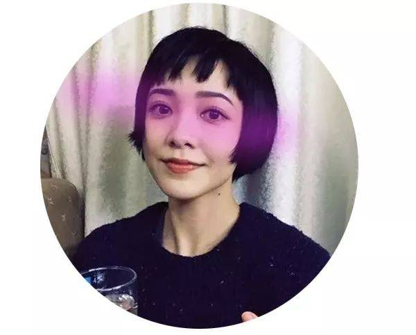 rihanna用这齐刘海短发完美诠释了性感与可爱,不过鬓角不建议留长,否图片