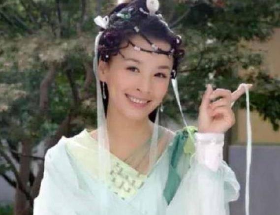 张庭可以说是古装剧女神了,演技自然真实的她随便一个辫子头都能很图片