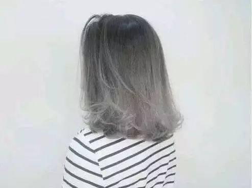 victoria magrath的紫灰色头发