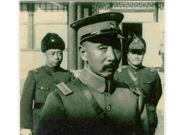 黑道少帅_《少帅》中李雪健扮演的大帅总是中将军衔,这是剧组严重偷懒了