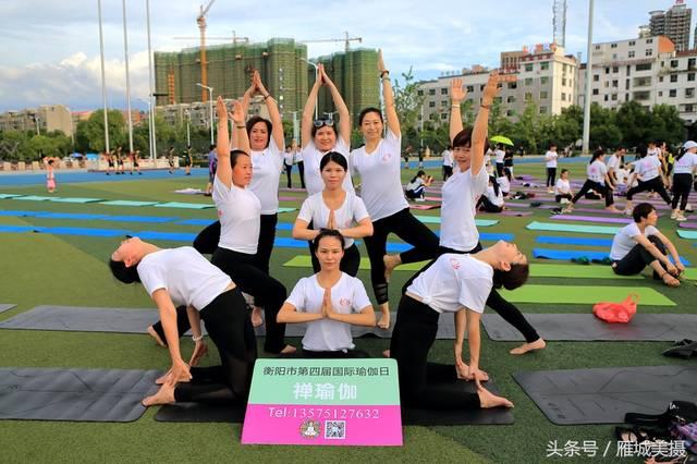 壯觀!衡陽平湖全民健身廣場500人同時習練瑜伽成炎炎夏夜風景線圖片