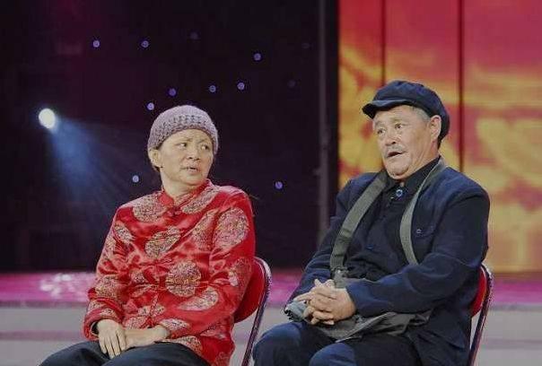 赵本山不上春晚原因_一到春晚都会拿着小板凳坐等播出,因为有两个关键人物那就是赵本山与