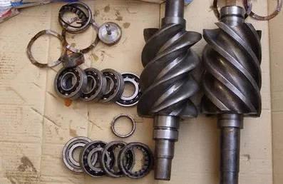 根据实际工况设定 1)选择开关为手动开机; 2) 打开压缩机排气截止阀图片