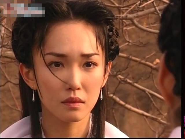 黄色射雕英雄之小龙女_五版小龙女出场方式,你最喜欢哪个?范文芳还是陈玉莲或李若彤!