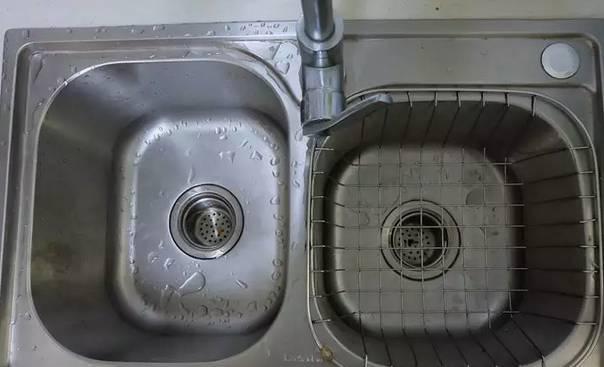 小孩洗碗简笔画