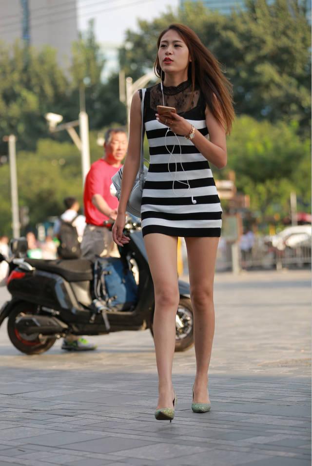 街拍联盟:超短裙模特身材美女,腿是真长啊