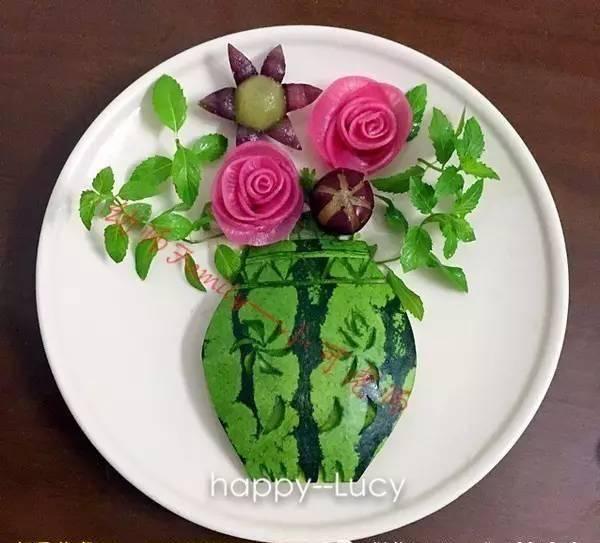 别以为西瓜皮没有什么用,看,摆在这里也是一种美的艺术!图片