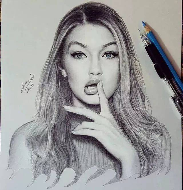 他画的素描铅笔画,很细腻.
