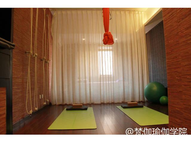 如果垫子上印有om的梵文,也就意味着你每天练瑜伽都在践踏神灵,在印度