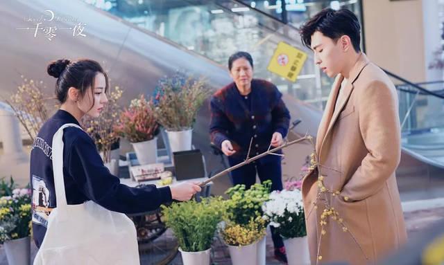 凌凌七在剧中也是运用的如鱼得水,搭配万能的长八字刘海,元气少女感