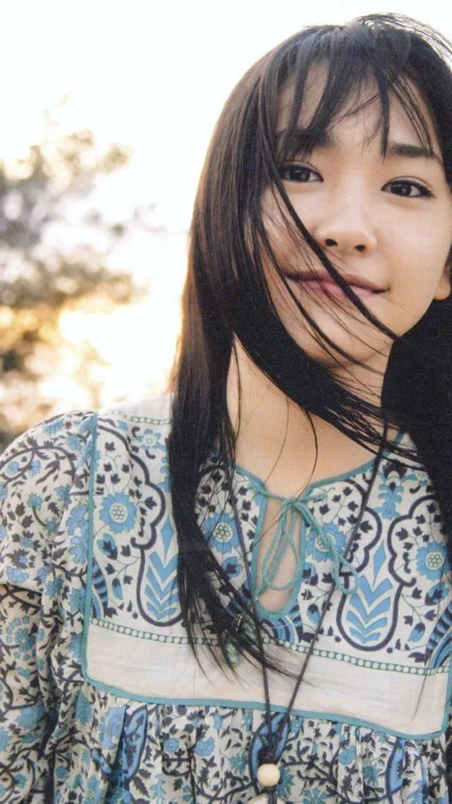 ▼郭碧婷应该是留黑长直发型最好看的女星了,一头直发的她文艺清新图片