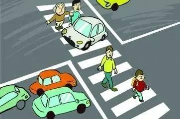无视小学生过马路,威海货车司机加速冲斑马线!