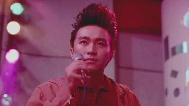 连电影中的张曼玉也对周星驰这个发型非常赞赏.