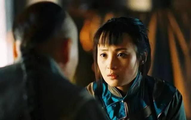 《鲁豫有约》时放过一段片场录像,陈建斌又没按剧本说台词,蒋勤勤问边