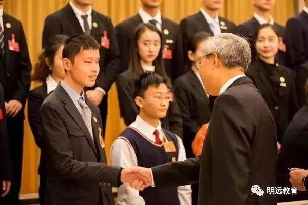 太励志!上海盲童学校的他今年高考斩获623分高分