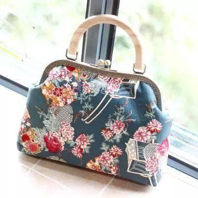 优雅与时尚同在, 教你挑选最适合旗袍的包包!