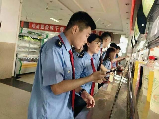 高中生入学教育视频_成县初高中生机会来了,入学签订就业合同,教育部文凭十技能,毕业就