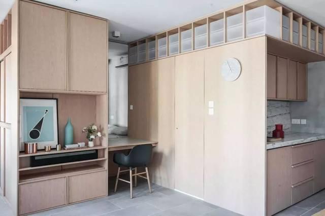 选定制组合式家具,因为 定制家具色调,风格都是统一的,当然看上去更